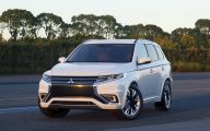 2016 Mitsubishi Outlander 11 Car Desktop Background