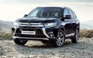 2016 Mitsubishi Outlander 2 Car Background