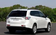 Mitsubishi Outlander 75 High Resolution Wallpaper