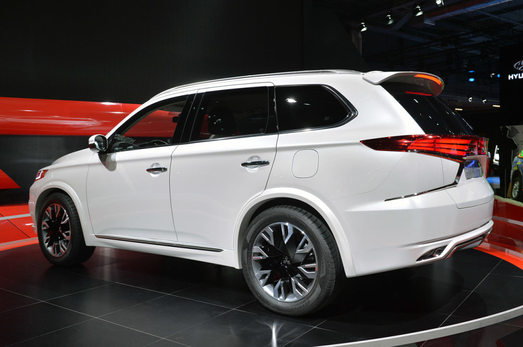 2016 Mitsubishi Outlander 16 Car Desktop Background