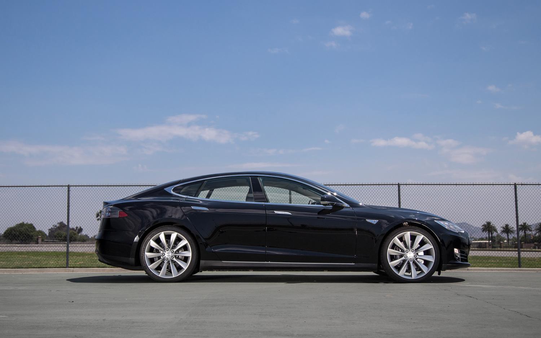 Model S 9 Car Desktop Background