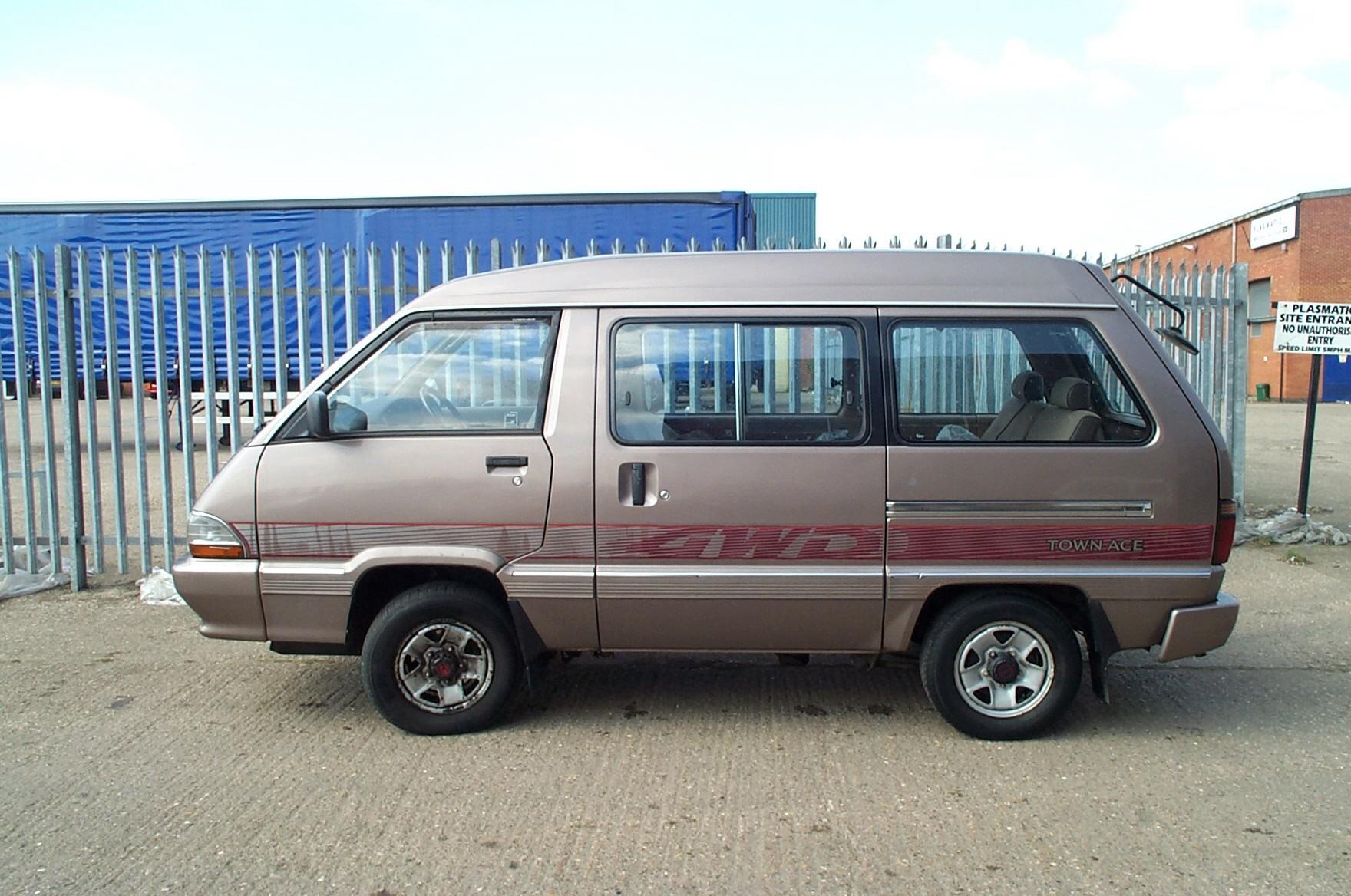 Toyota Vans 29 Widescreen Wallpaper