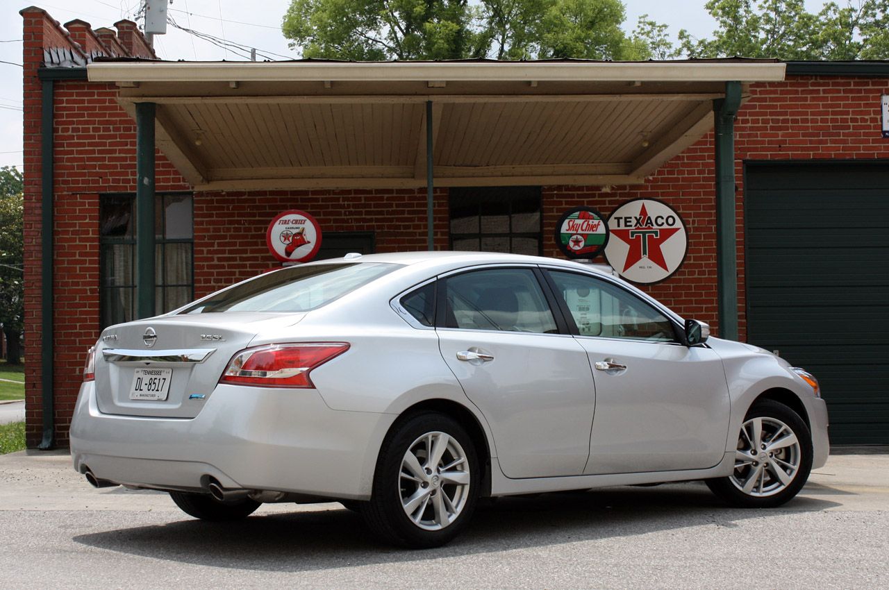 2013 Nissan Altima 26 Free Car Wallpaper