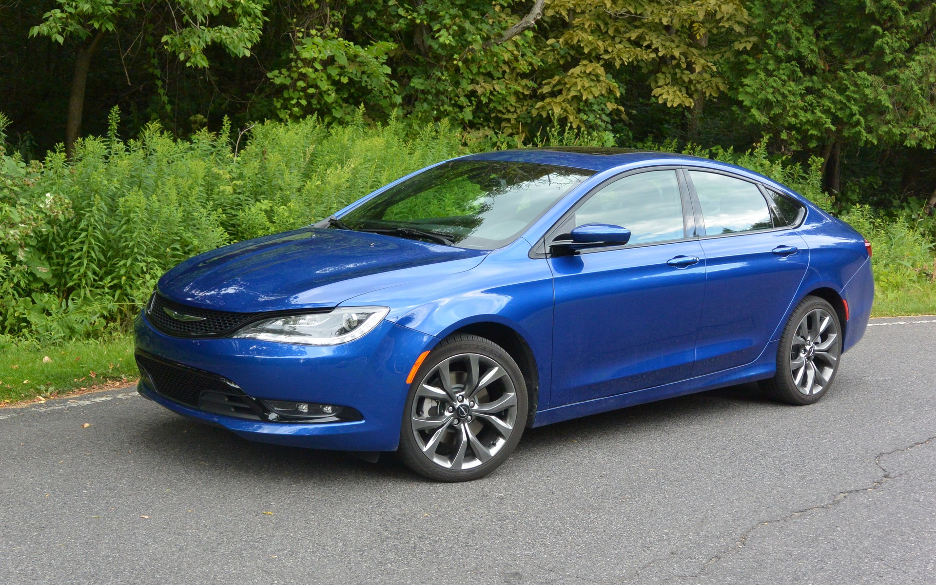 2016 Chrysler 200 18 Widescreen Car Wallpaper