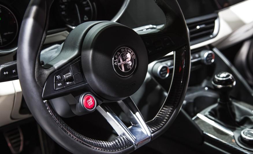 Alfa Romeo Giulia 17 Widescreen Car Wallpaper