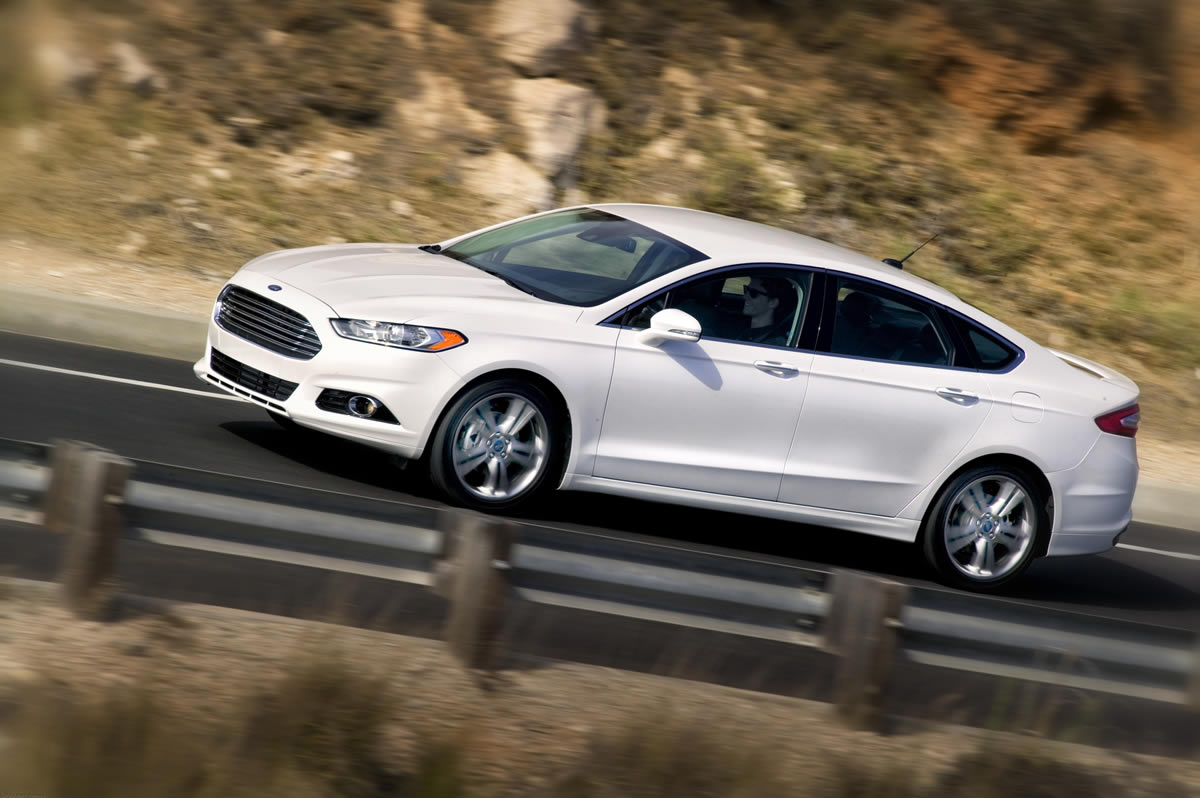 Ford Fusion 5 Car Background Wallpaper